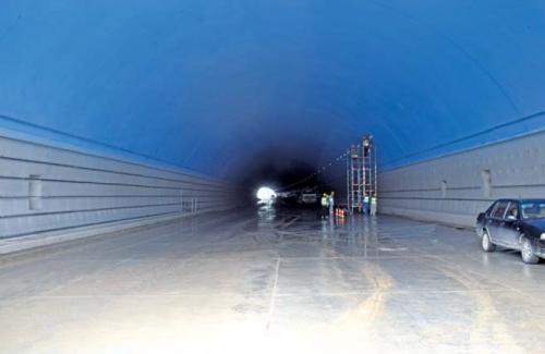 小岭隧道去年实现了贯通,目前正在进行后期施工。