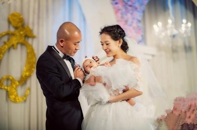 办婚礼,婚后和孩子百日宴一起 补办 的6对明星夫妻图片