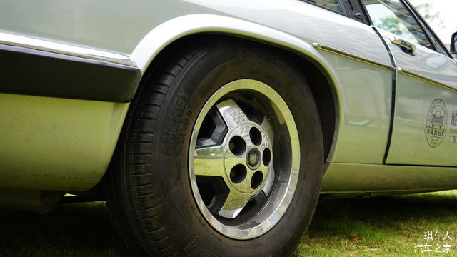 硕大的轮胎,大哥开(Freestyle)
