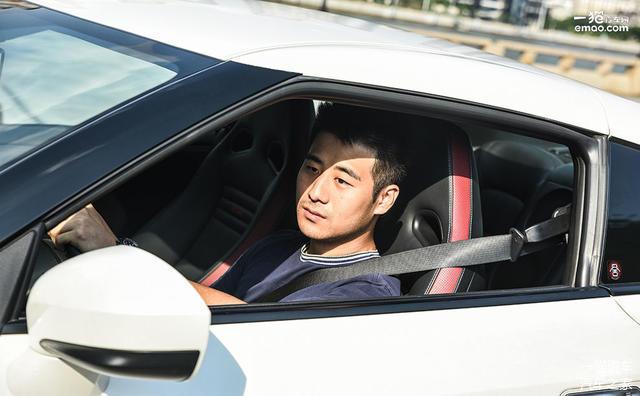 驾驶的车之日产GT R