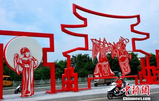 巨型剪纸造型文化墙扮靓江西乐平街头