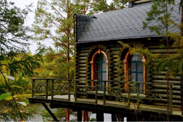 莫尔道嘎白鹿岛度假村的别墅,喜欢至极,伊人依情呀!