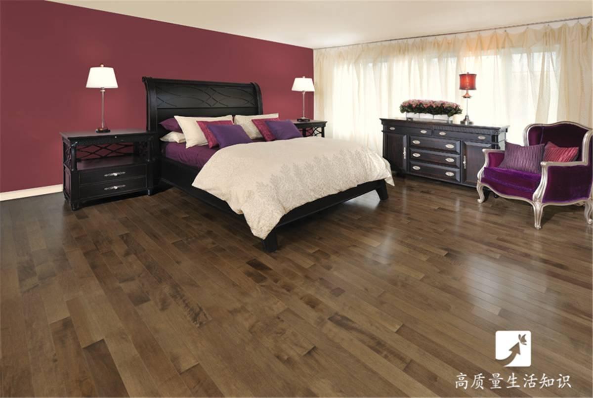 不易滑倒 二, 瓷砖优于木地板的三个方面 瓷砖是一种地面装饰材料,也