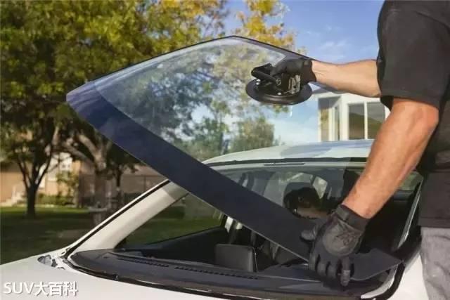 车钥匙锁车里了,非得砸窗不行?大发快3走势图投注