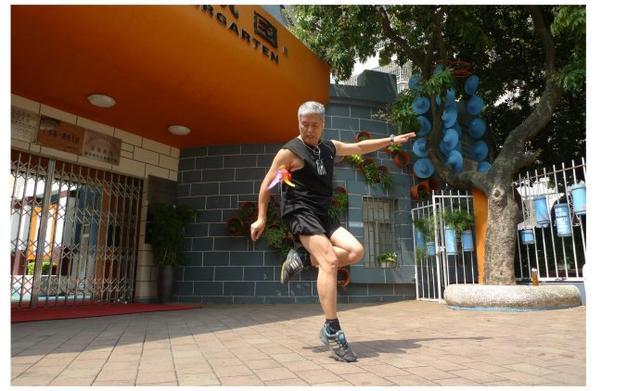 环球旅行家、当代徐霞客,他的健身强体神技很独特