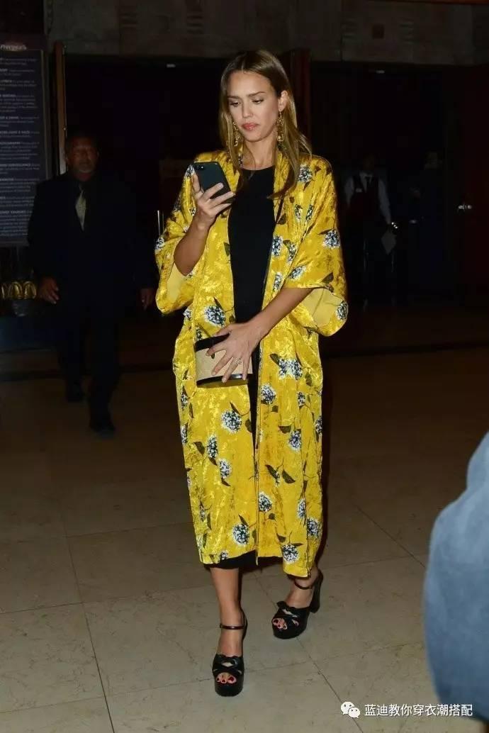 明星私服杰西卡阿尔巴艾玛・罗伯茨机场私服时尚搭配