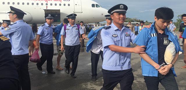 122名电信诈骗嫌犯从柬埔寨押解回国