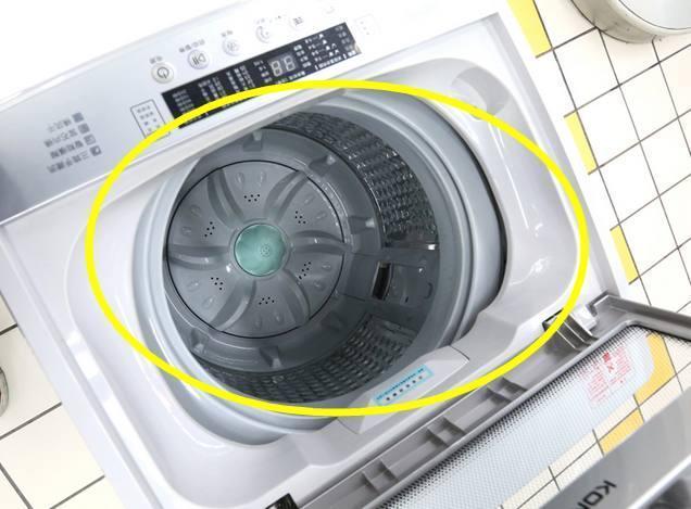 那么在选购洗衣机的时候,市面上目前有波轮式和滚筒式洗衣机两种,哪种图片