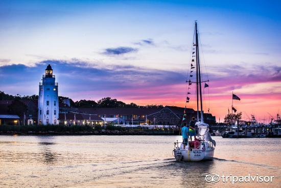 神秘的海上灯塔在那篇美丽而宁静的海滩已经矗立了200年,美国纽约州
