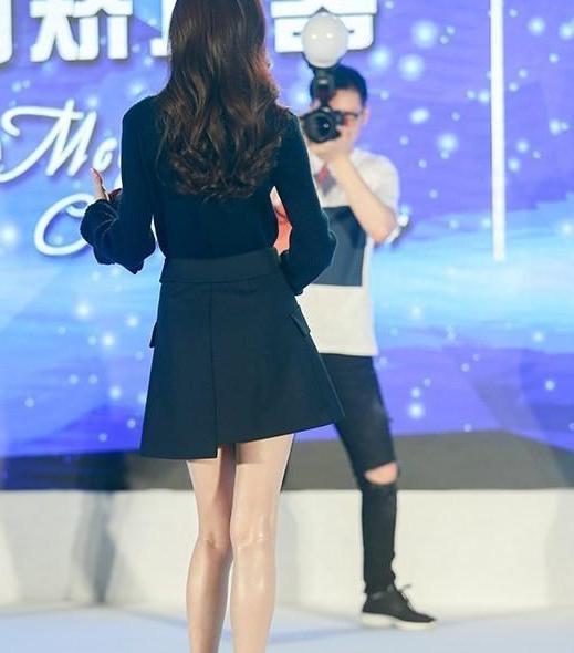 唐嫣短裙亮相依旧女神范,却因美腿太油腻引网友围观