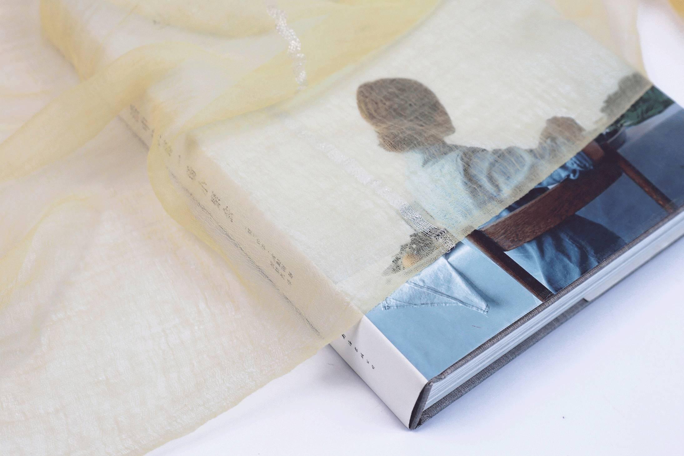 是一家20年专注真丝围巾OEM生产和围巾批发的实体