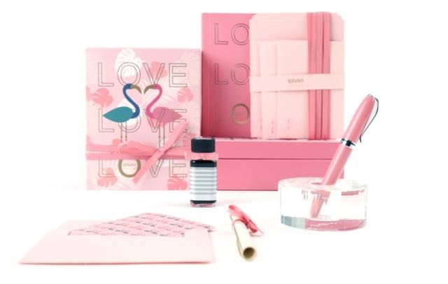 烫金的love笔记本, 充满乐趣的设计品牌ipluso意索推出 火烈鸟钢笔套