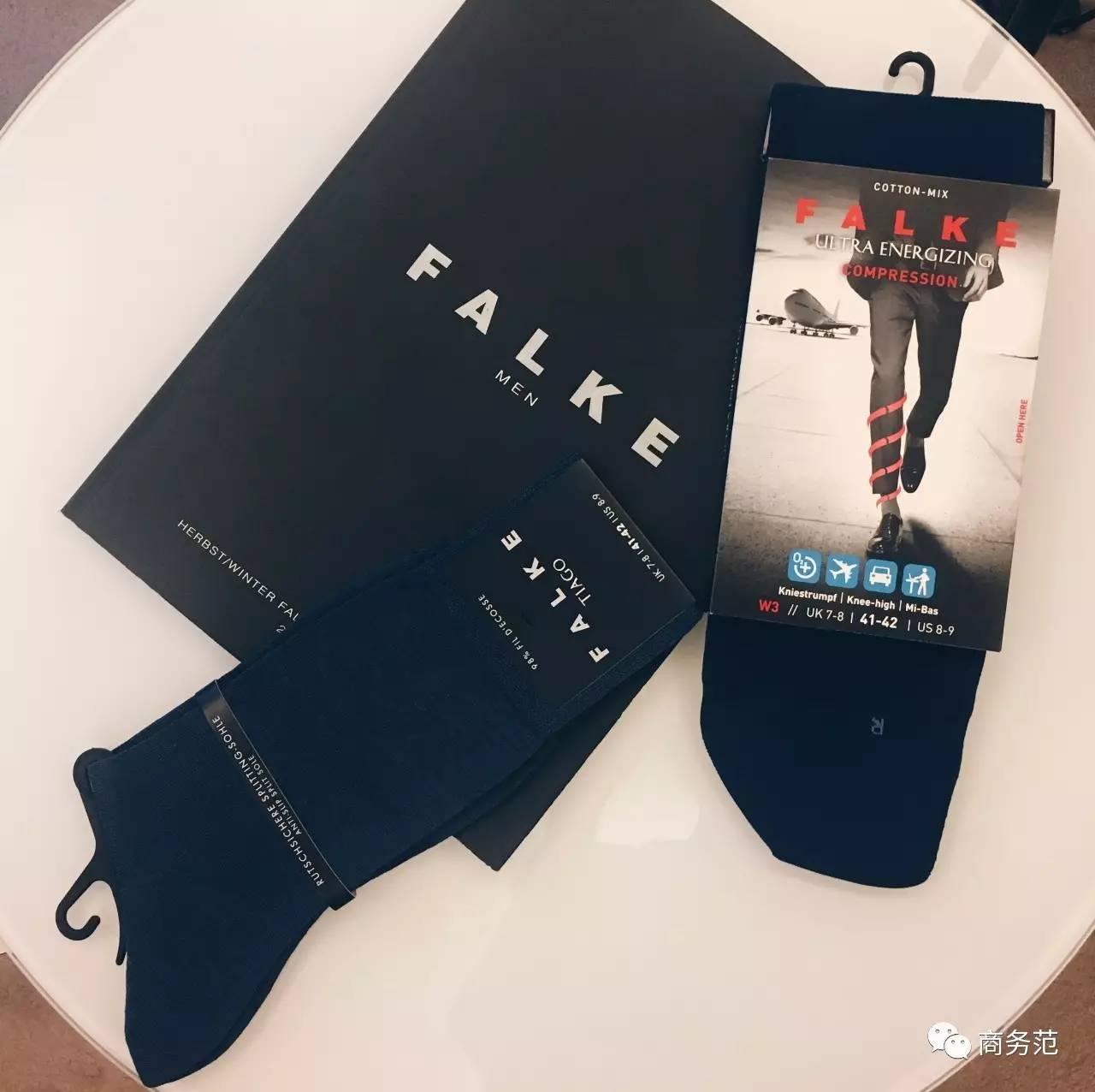 吴磊登《时装男士》四月刊封面 西装造型绅士清