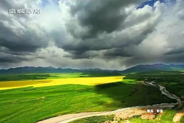 """如果我在张掖遇见你,我想带你去被《中国地理杂志》评为""""全国最美的六大草原""""之一的皇城草原尽情的驰骋,放空自己的心灵。"""
