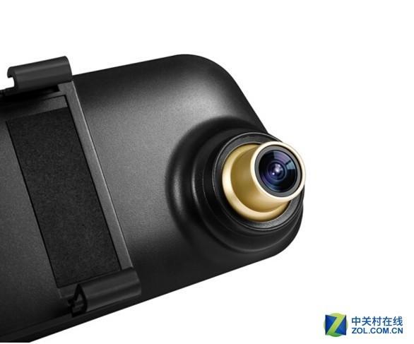 捷渡D600S-GD行车记录仪 编辑点评:捷渡D600S-GD行车记录仪采用的是6组全玻璃高清镜头,并加入了红外滤光玻璃层,阻挡反射眩光,保证时刻捕捉高清画质。前置摄像头达到1296P超高清,后置摄像头达到720P高清,而且具备防水功能,可以安装在车外牌照灯旁,也可以安装在后风挡玻璃上。D600S-GD的前置镜头还具有F2.