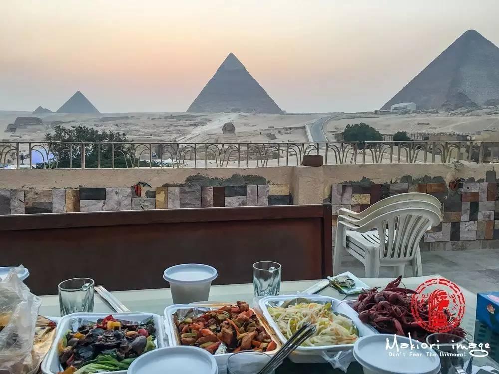 不要太享受,我在金字塔前吃龙虾!