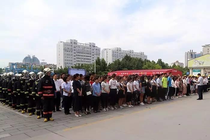 今天,潍坊谷德广场粗大事了!一大波人围观都
