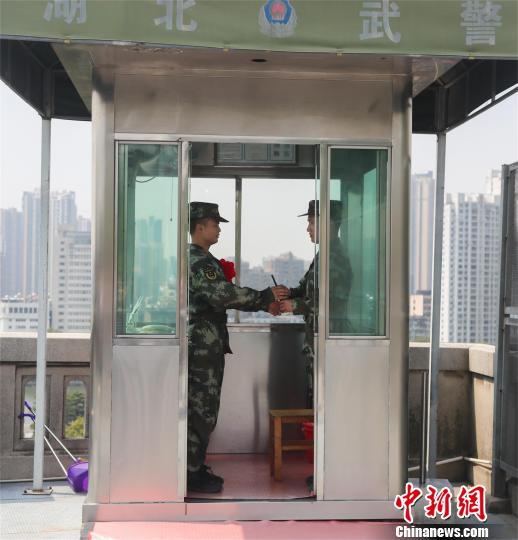 部分pinnacle以站好最后一班岗的形式向军旅生涯告别 张畅 摄