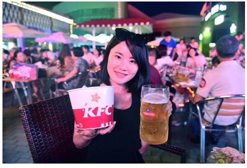 青岛6家门店售卖青啤扎啤一时刷屏无数,引发市民,游客无数好评:肯德基