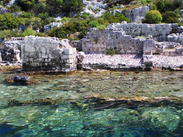 小岛附近的安塔利亚省是土耳其旅游业的中心省份,而kekova岛一直以来