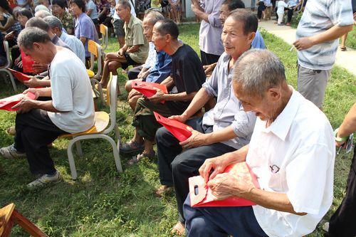 巨爱国际董事长徐友爱先生倾力关爱老人社区活动