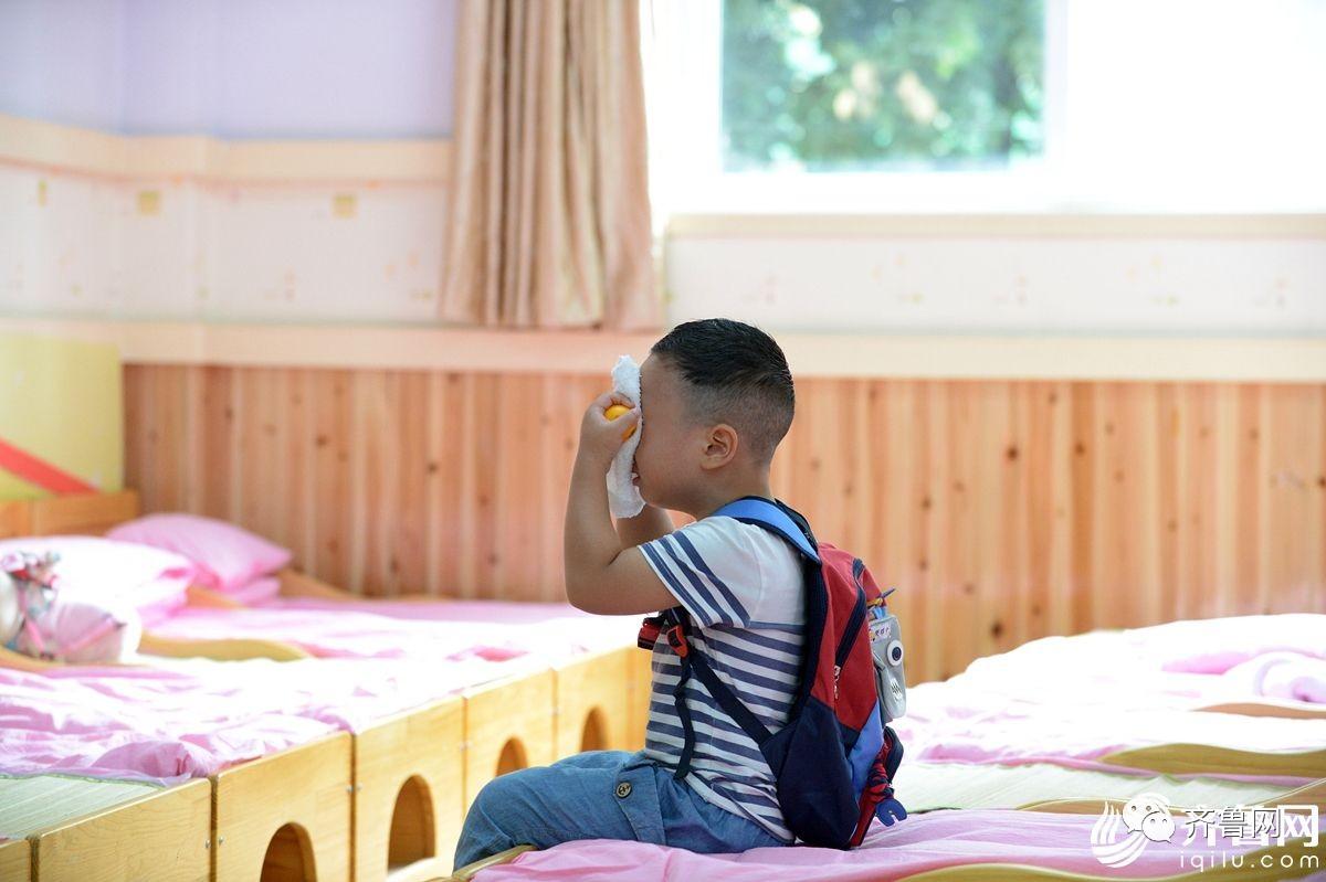 上学第一天!被熊孩子打架大全萌一脸,表情床上猫图片的实力开学搞笑图片