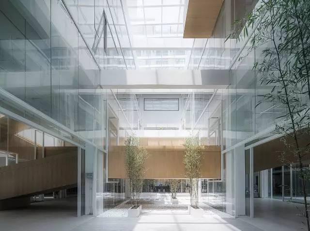 """一个典型案例,旧厂房改造设计成办公空间(""""层叠矩阵""""dave&bella办公总"""
