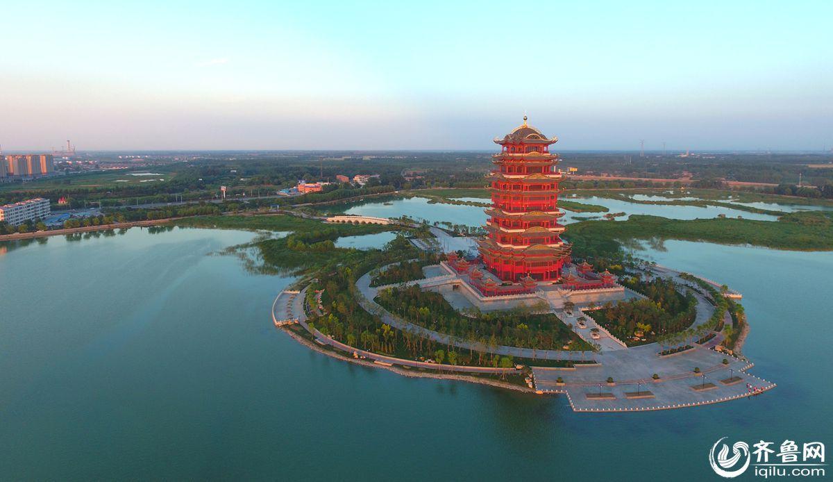 黄河楼是滨州蒲湖水利风景区的重要组成部分,位于蒲湖东南岛上,也是黄