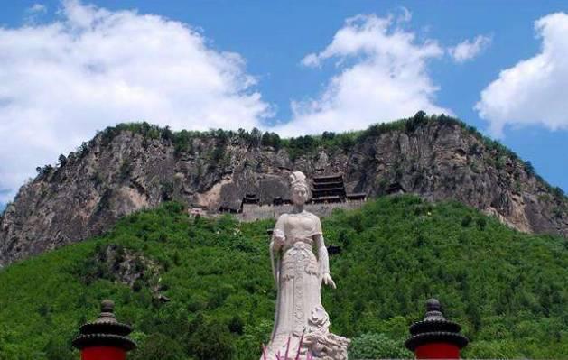 近日,省旅游工作领导小组印发《河北省旅游公共服务体系规划》,提出重点建设依托太行山高速,全长680公里的千里太行风景大道。小编惊喜地发现,这条风景大道,将串联沿线53个4A级及以上景区,绝对惊艳你双眼  太行山高速公路自北向南贯穿太行山区全境,北连北京门头沟,起自张家口涿鹿县,经保定、石家庄、邢台、邯郸等市,辐射太行山30个县市区。  太行山高速2015年开工建设,建设工期预计3年,计划2018年通车。建成后,这条高速也将成为美丽的绿色廊道。  这里有山的雄壮  这里有水的旖旎  这里有