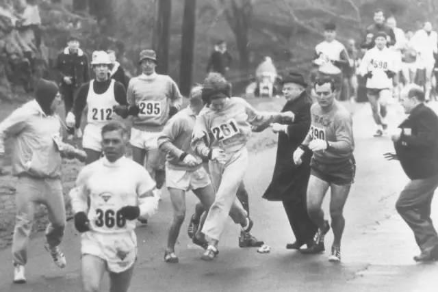 你是女人,所以你没资格跑马拉松。规矩就是这样的。