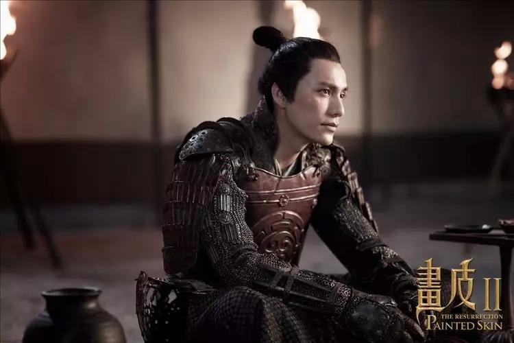陈坤版画皮b_《画皮》中,陈坤饰演有情有义又性格犹豫的书生将军,柔软但不懦弱的形