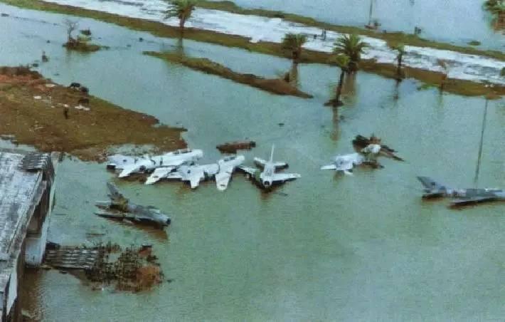 战斗机--一场台风吹坏40多架战机,这种事不是没发生过