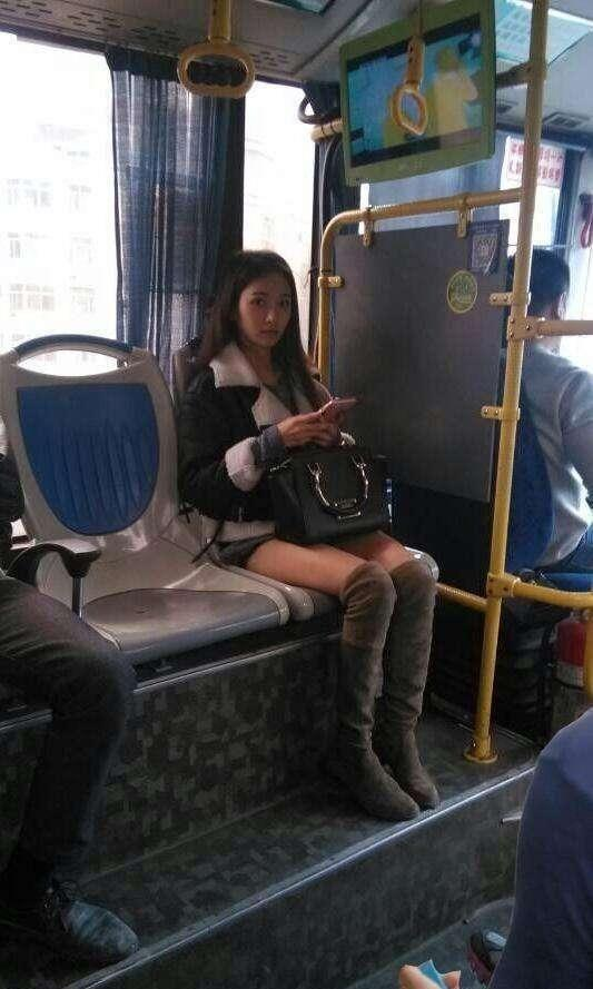 偷拍子_哪个让你最行动! 在公交地铁火车上偷拍的美女