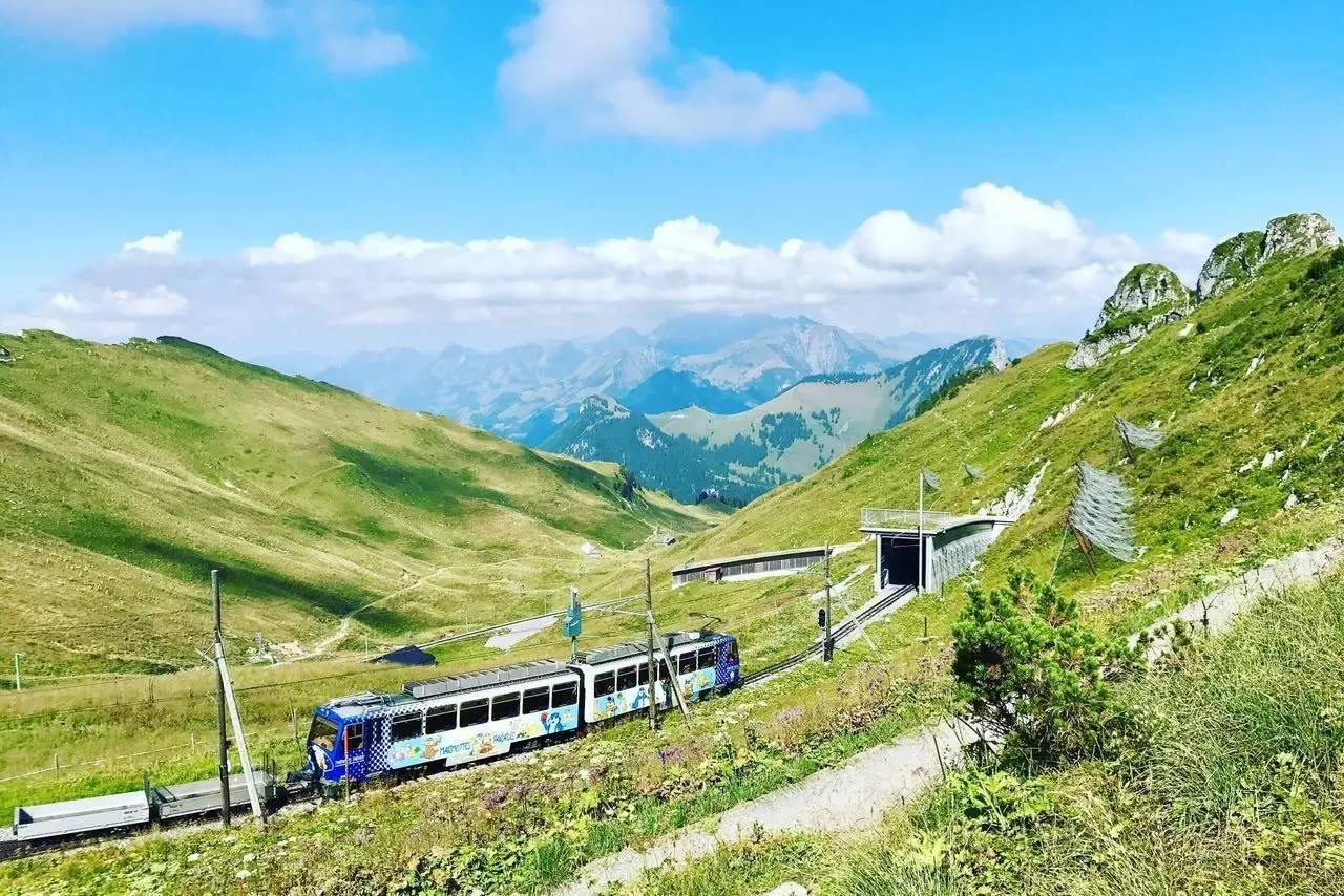 罗什德内山,进山的小火车