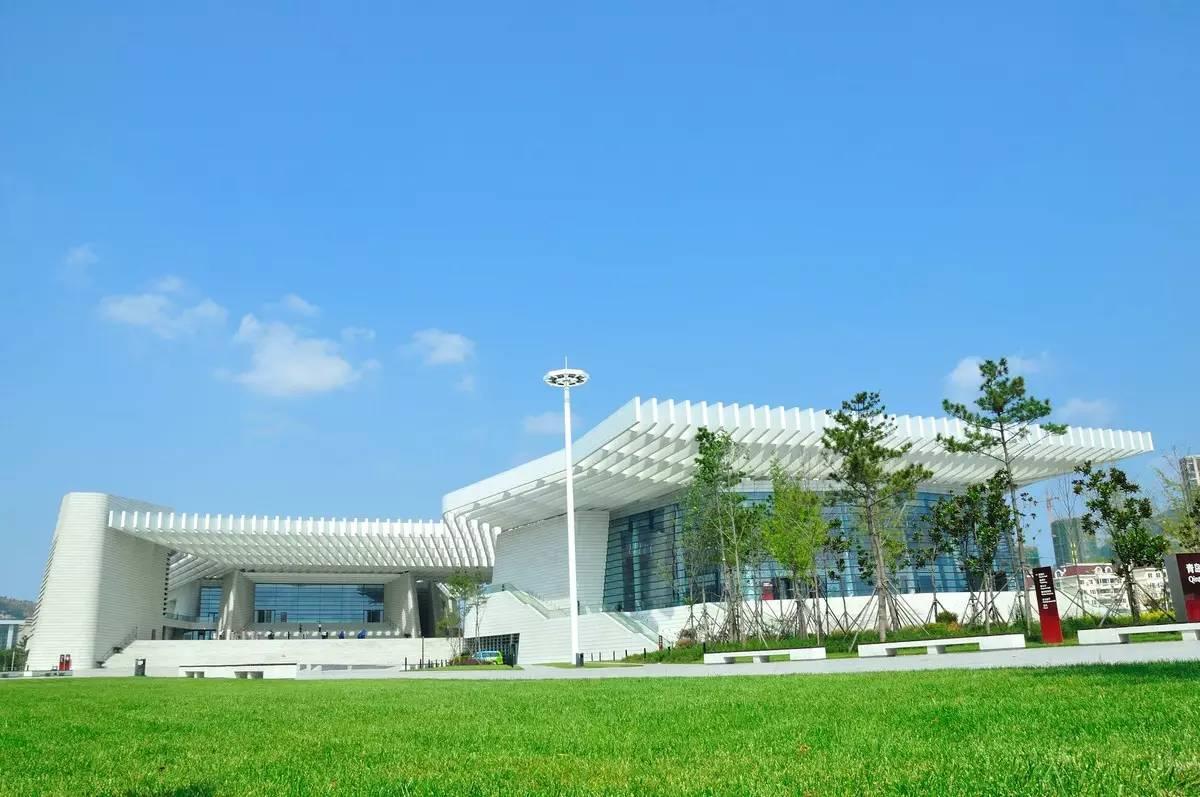 时间:9月15日至21日 此外,时隔五年,吕思清再次受邀成为青岛大剧院