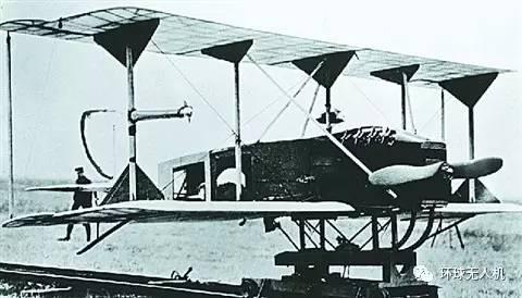 1917年世界上第一架无人机诞生,它就是将一架寇蒂斯n9教练机上安装了