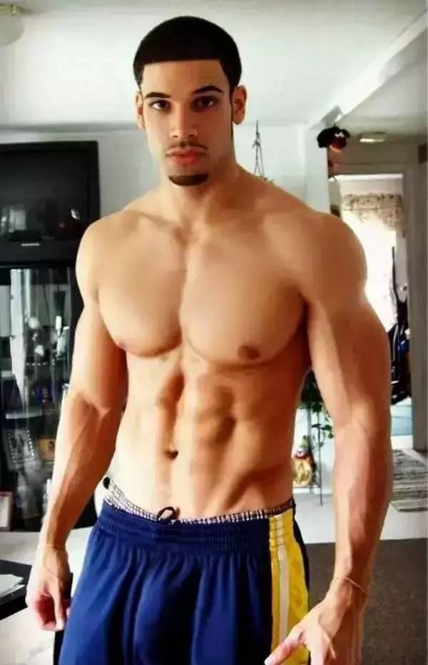 为什么人们总说肌肉男丁丁小