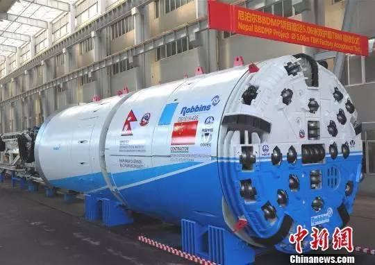 """中国""""挖隧道神器""""运抵尼泊尔准备开工 (图)"""