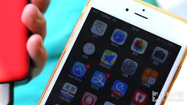 Anker枪炮玫瑰为iOS设备充电