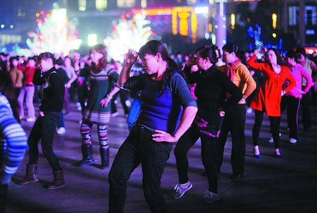 广场舞APP接连关闭背后 打开中老年人线上生活本就是个伪概念!