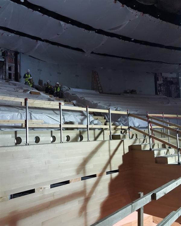 果粉冒死偷拍iPhone 8发布地内景:真皮沙发 配套齐全
