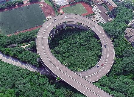 5层结构,15条匝道,连接广阳岛,江北机场,南岸等8个方向……走错一个