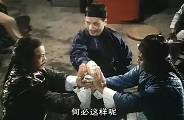 杜少明是香港影坛知名的斗鸡眼,《鬼降落》《师弟打鬼》《a计划》中滑翔伞垂直出马图片