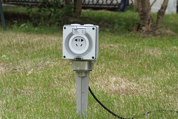 小伙发明黑科技插座:水中拔插头不触电