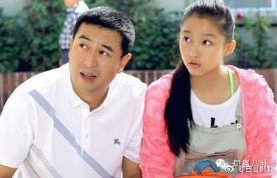 关晓彤4岁拍戏17岁红遍全国 说好不拍吻戏却被曝出与鹿晗...