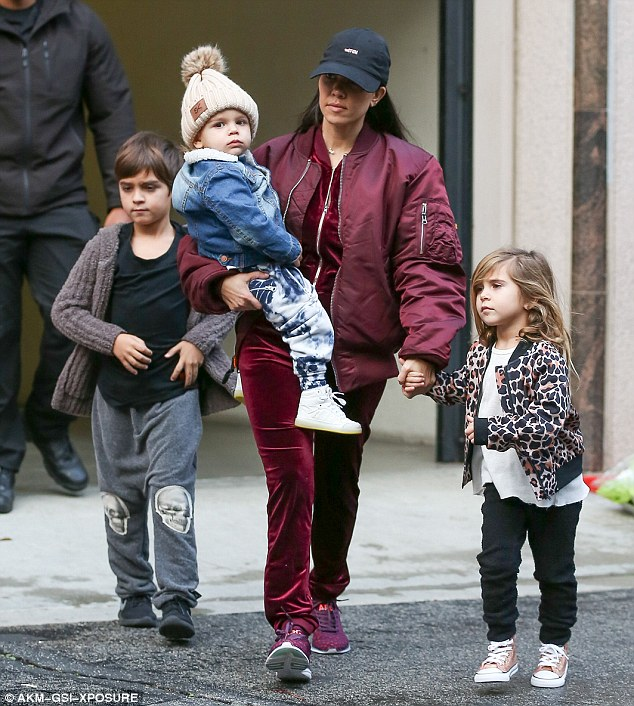 3DC64CD000000578-4279630-Proud_mother_Kourtney_was_seen_in_Calabasas_with_her_children_Ma-a-10_1488570268895