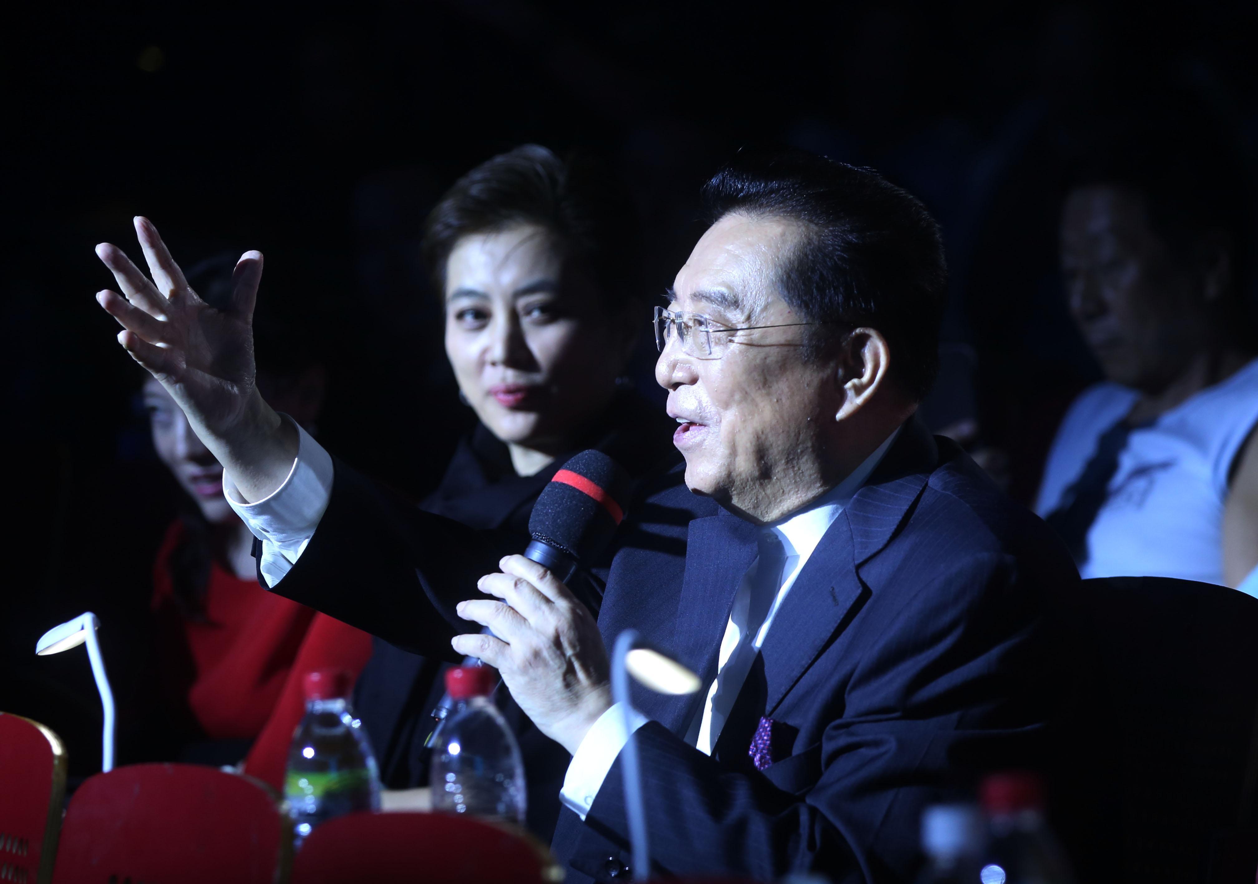 """78岁李双江现身歌唱比赛,引粉丝""""疯狂"""",同台女评委变""""图片"""