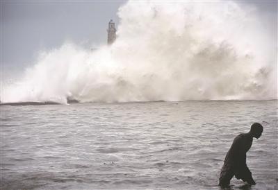 """大西洋史上最强飓风肆虐美国后声东击西,""""狂虐""""古巴(组图)"""