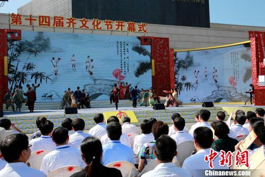 第14届齐文化节12日在齐国故都、世界足球起源地山东临淄开幕。 梁?? 摄