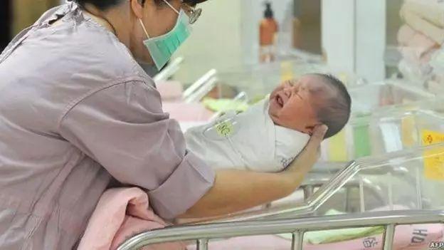 顺产or剖宫产:孕妇的肚子,到底归谁管?